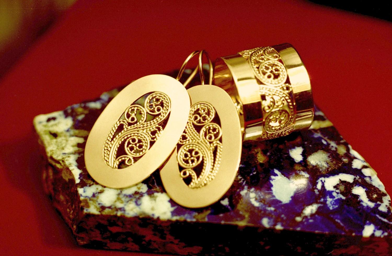 фото золотых комплектов с топазом